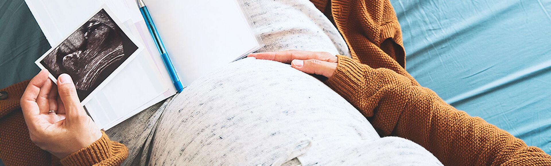 ¿Por qué se presentan malformaciones en el utero? | Más Abrazos by Huggies