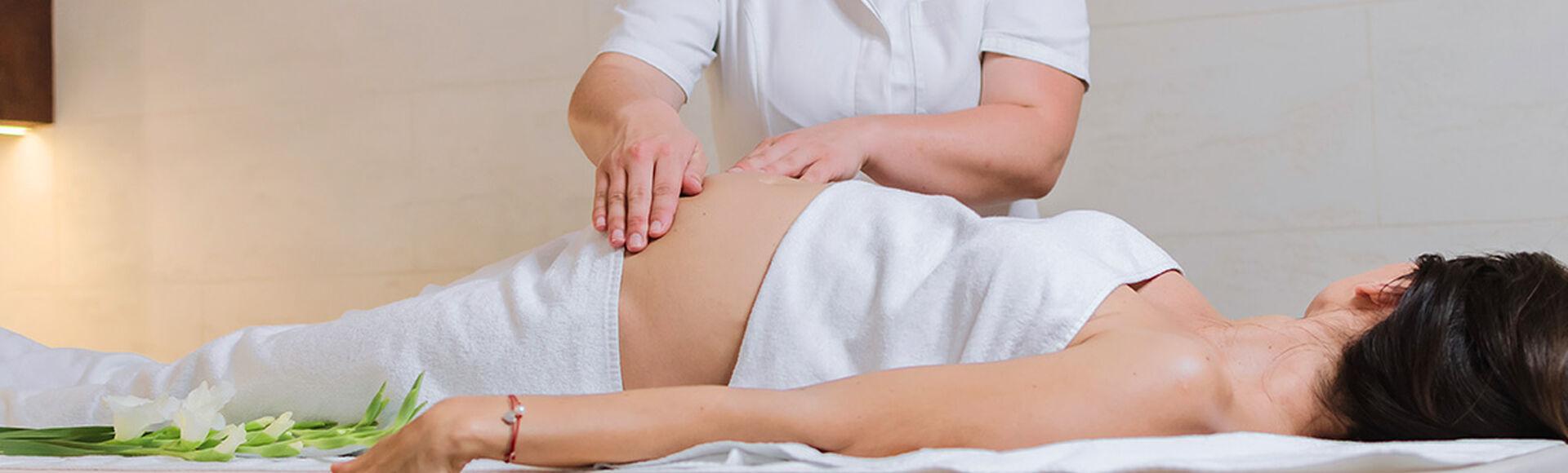 Cuidados en los masajes para tu pancita   Más Abrazos by Huggies