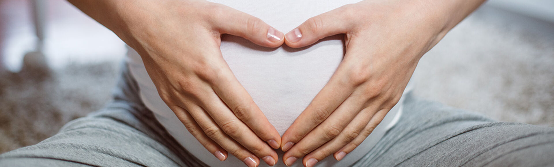 ¿Qué color es el flujo de una mujer embarazada?  | Más Abrazos by Huggies