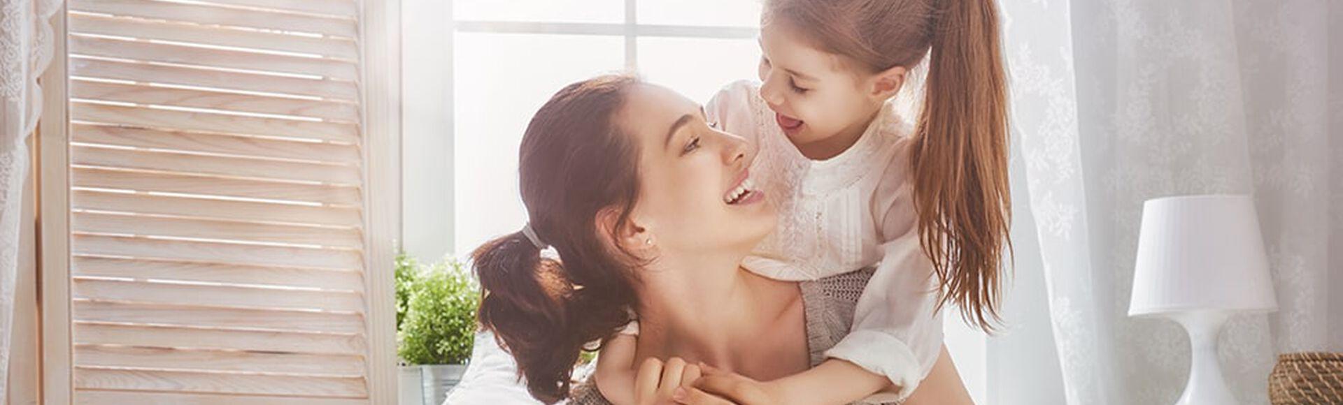 Alegria y amor entre madre e hija